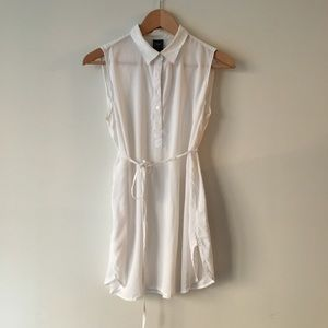 GAP Sleeveless Tie-Belt Tunic Shirt in White - M